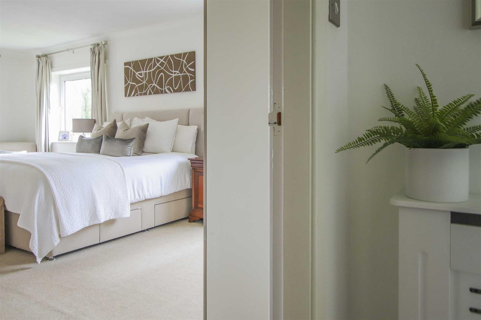 4 Bedroom Semi Detached Cottage For Sale - Image 6